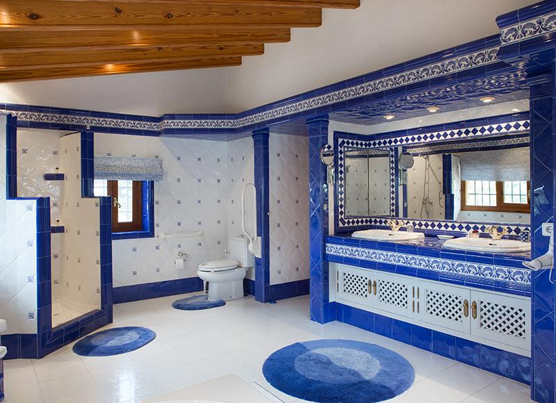 badkamer bij kamer Valencia in villa La Sorpresa